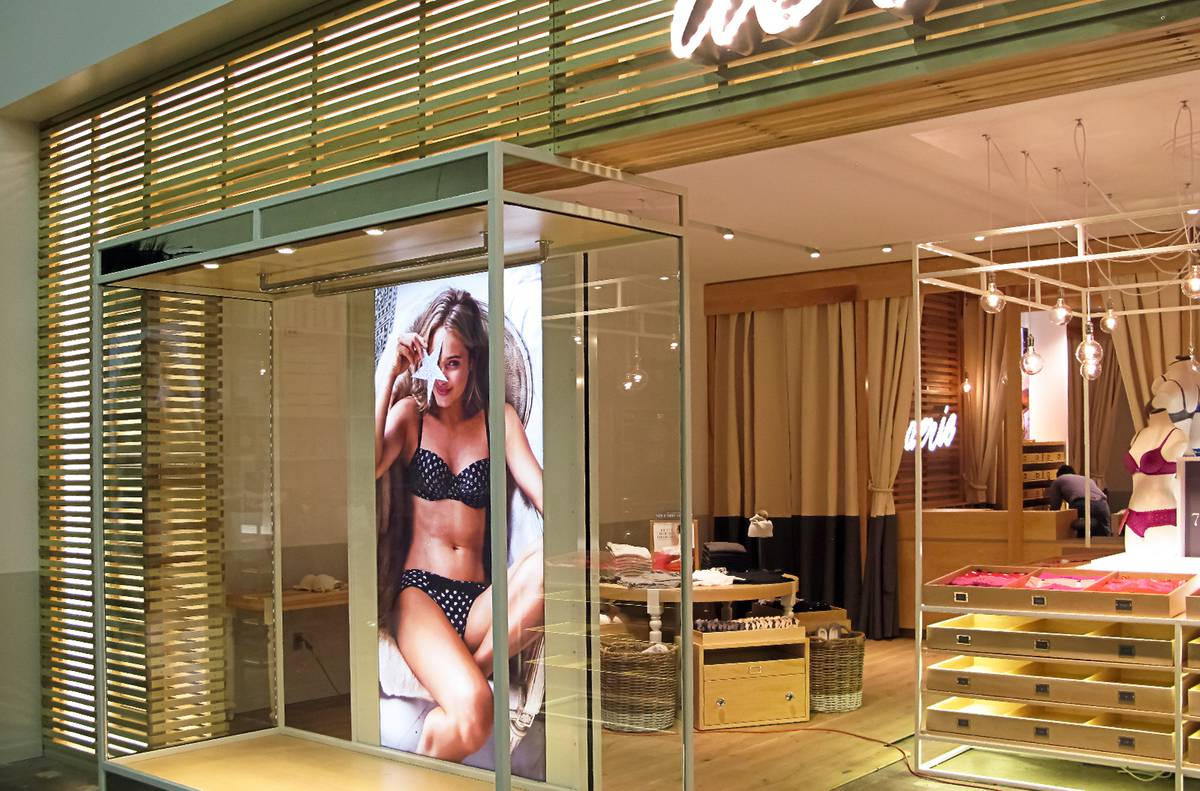 Aerie Concept Design - Sheer Storefront Full Scale Mockup - Architect: Neumann & Rudy