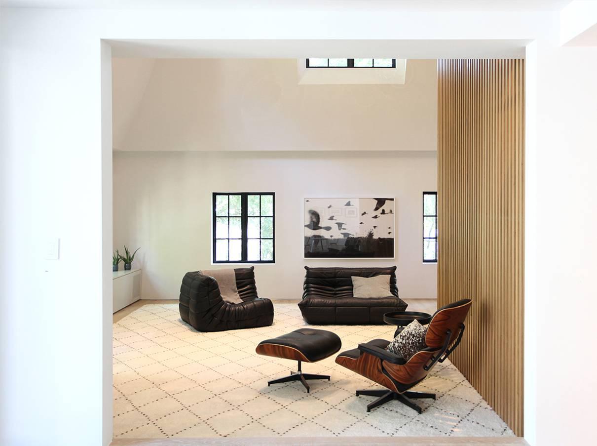 Family Room, Wood Slat Screen Wall: Sterling Ridge - Architect: Neumann & Rudy