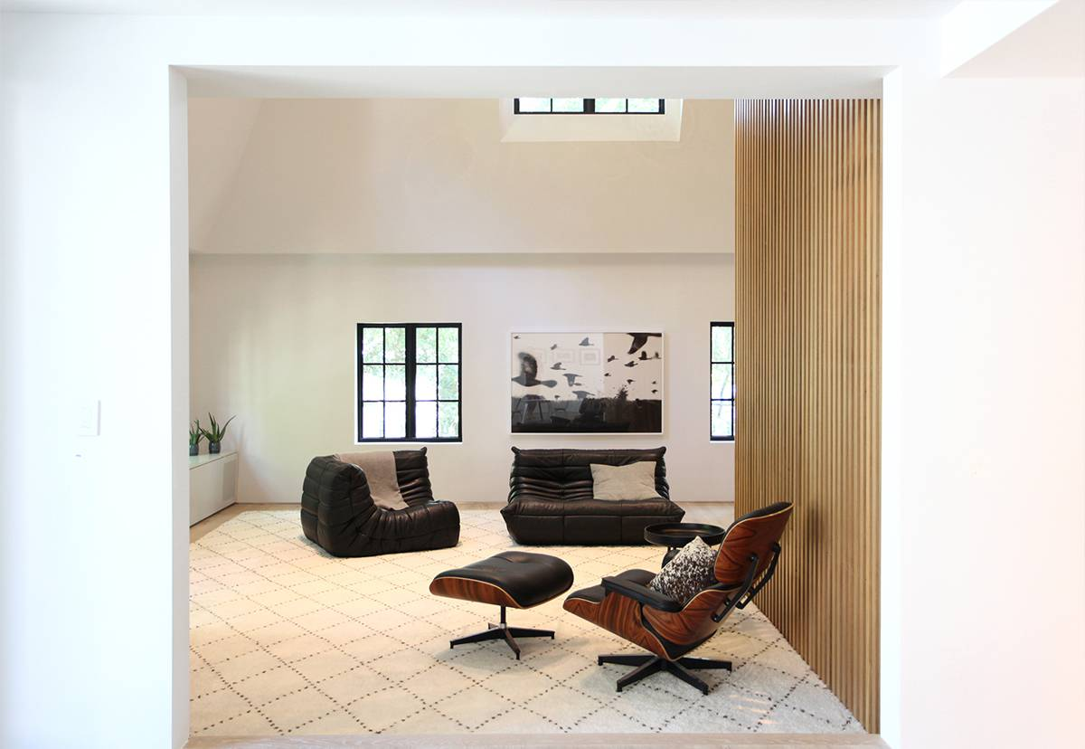 Family Room, Wood Slat Screen Wall: Sterling Ridge - Architect: Neumann & Rudy